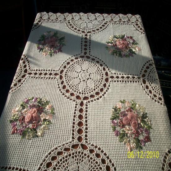 Скатерть ручной работы с вышивкой 30