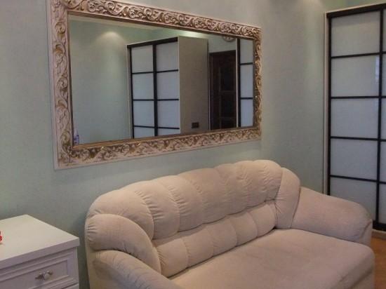 Зеркало в гостиной фото