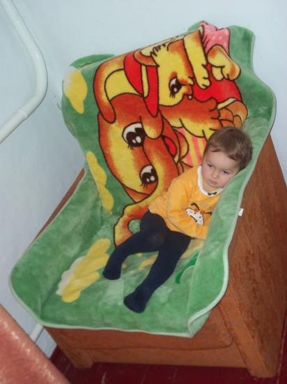даже самое старое кресло можно сделать ярче и привлекательней, и оно станет любимым местом отдыха малыша.