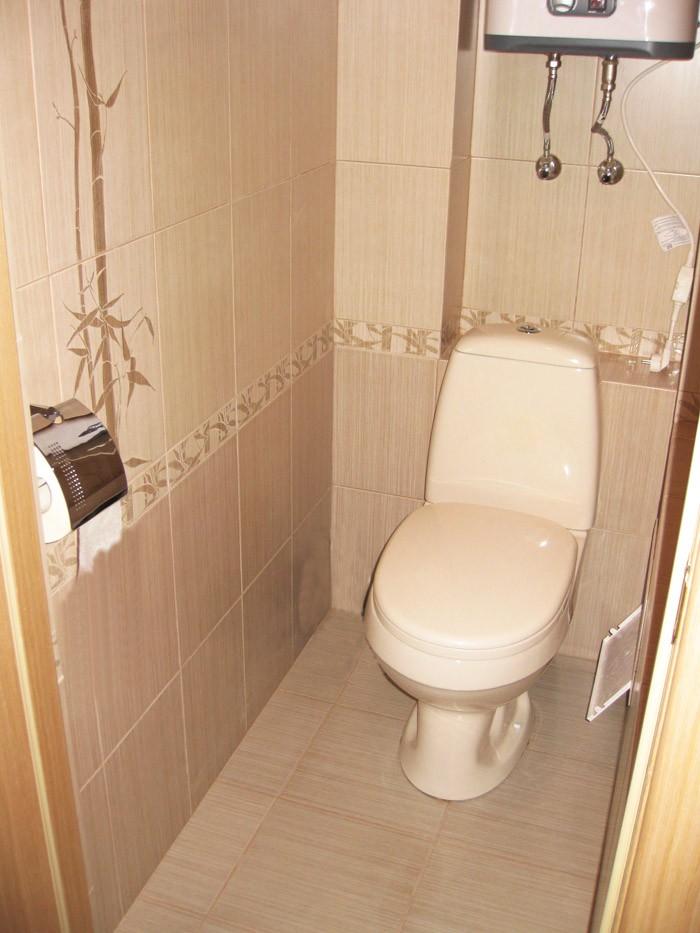 Дизайн туалета выполнен в схожих