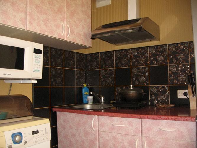 Черный кафель на кухне фото