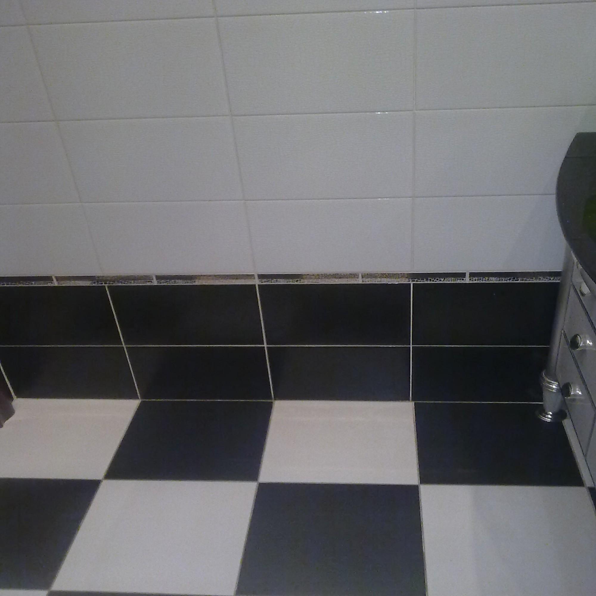 Черная плитка на кухне фото