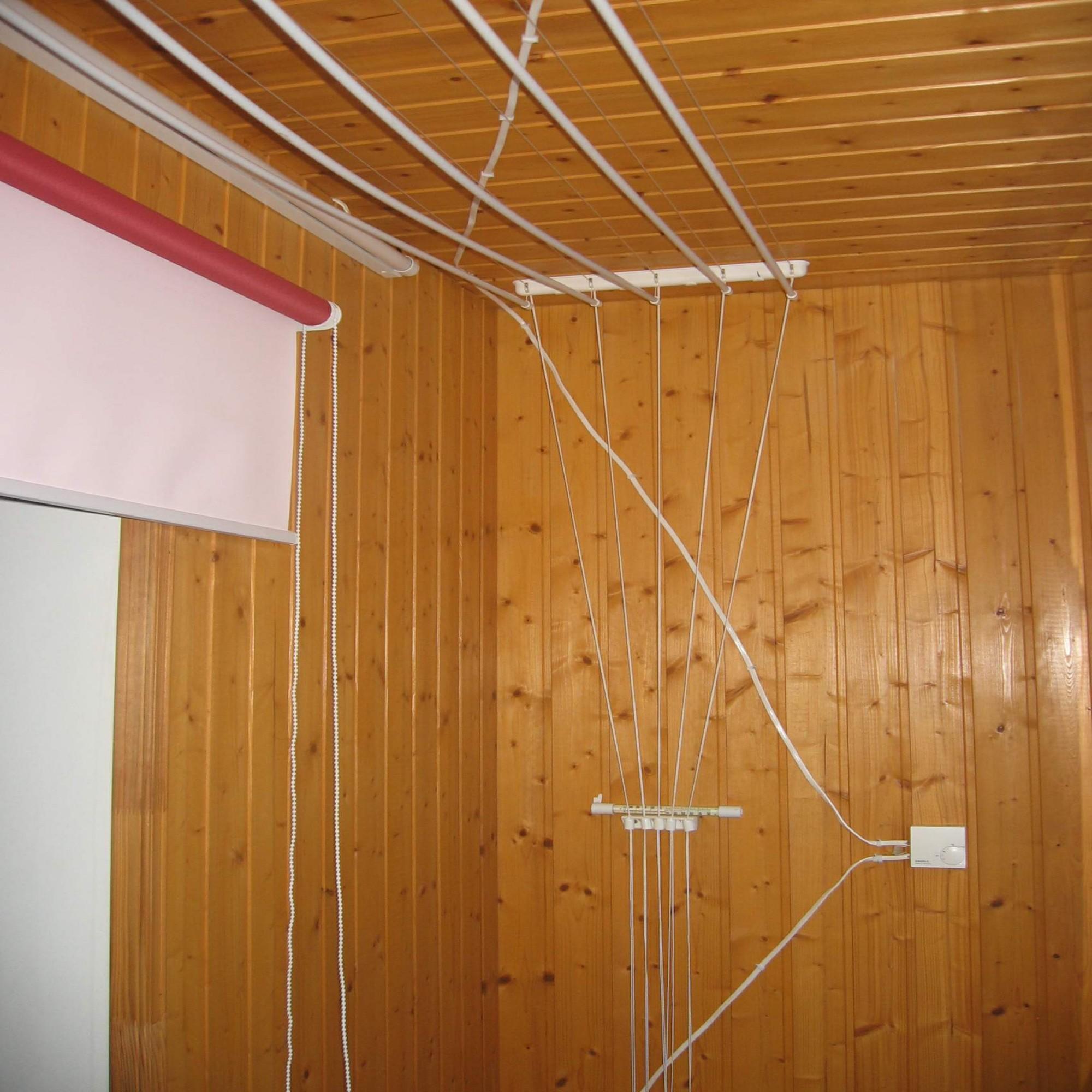 Балконные вешалки для сушки белья на балконе.