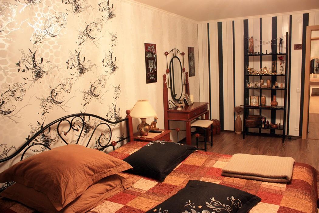 Дизайн комнаты с комбинированными обоями