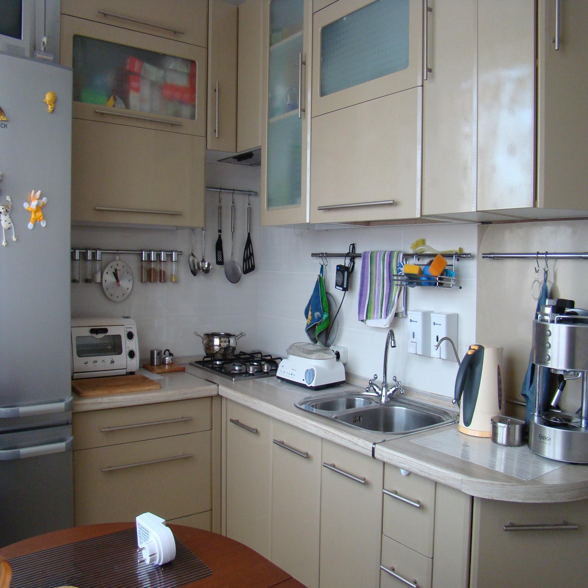 Дизайн кухни в брежневке 6 м с холодильником