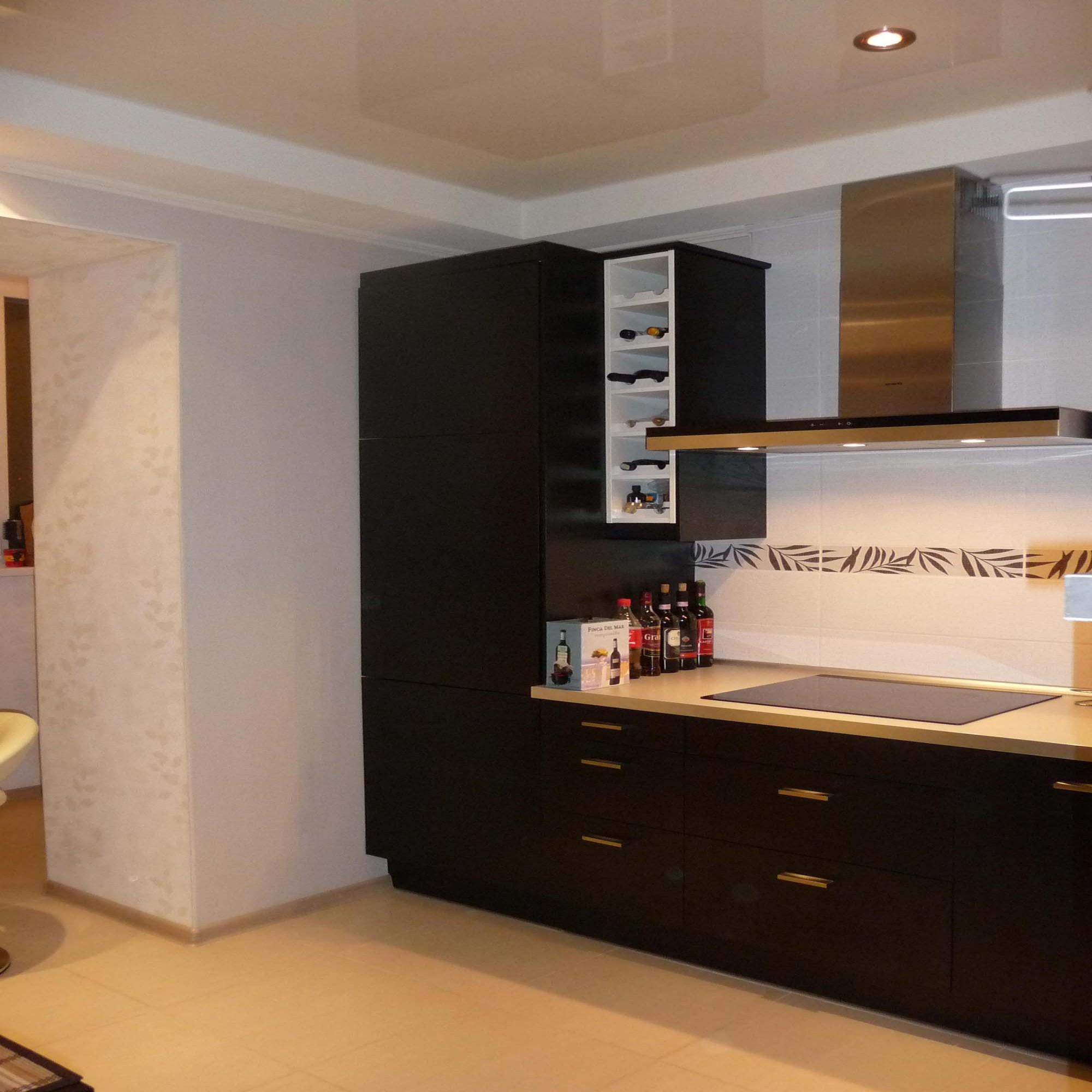 Дизайн потолка на кухне с балками