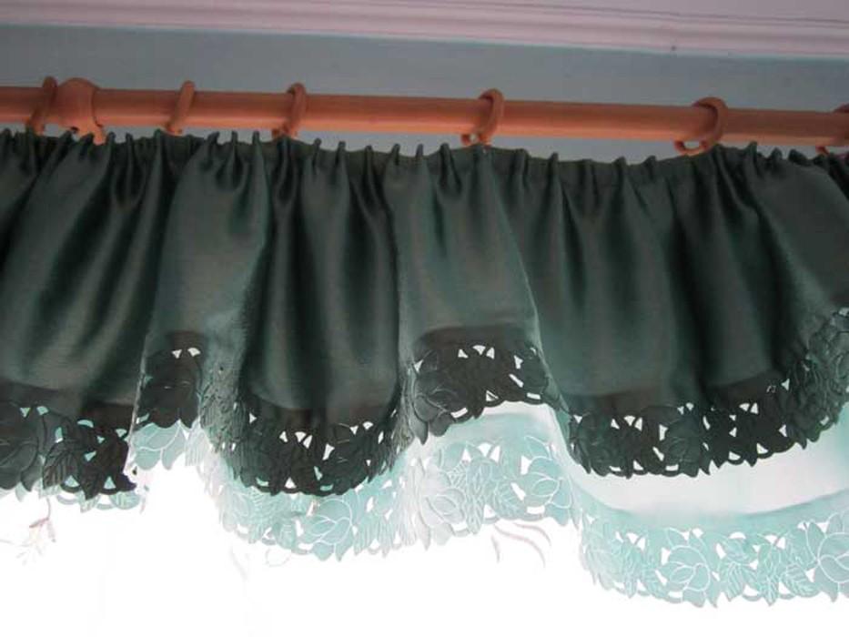 ламбрекены.  Гардина на фото очень оригинально сделана: 2 в 1. Сочетаются два цвета темно-зеленый и морской волны.