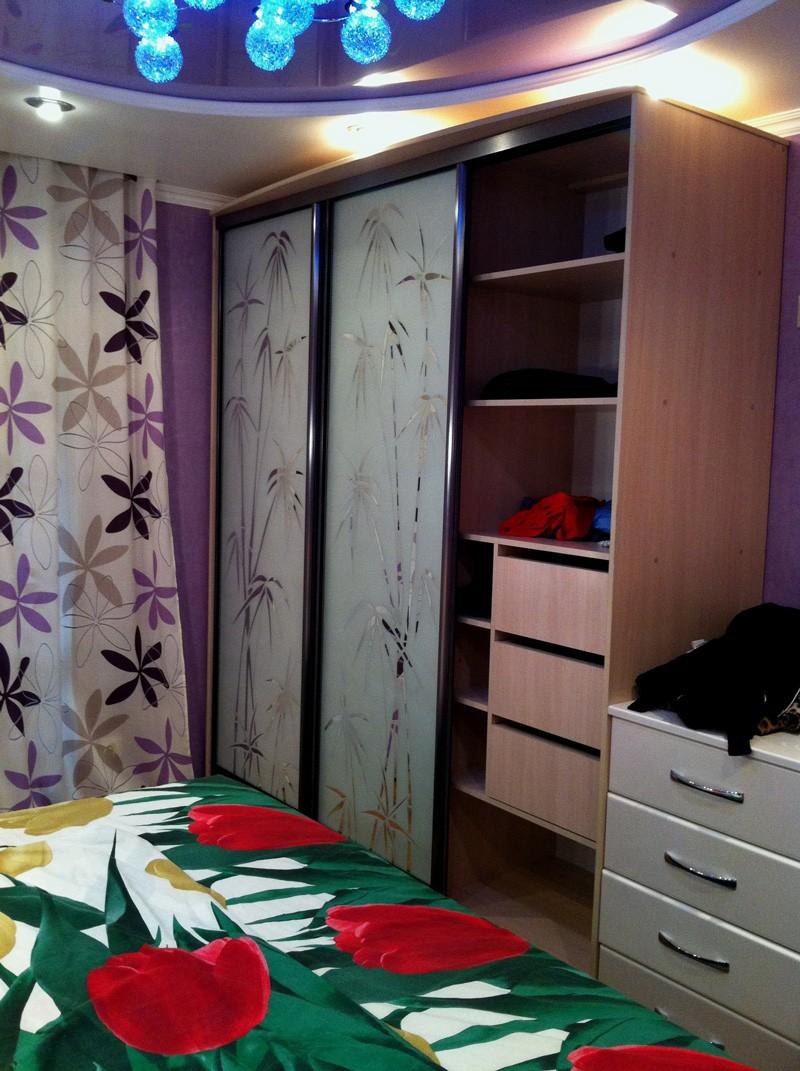 Спальня в лиловых тонах дизайн фото