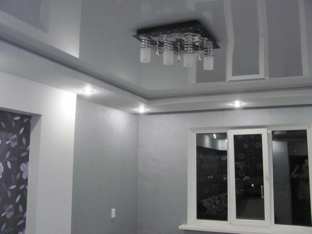 Серый потолок дизайн