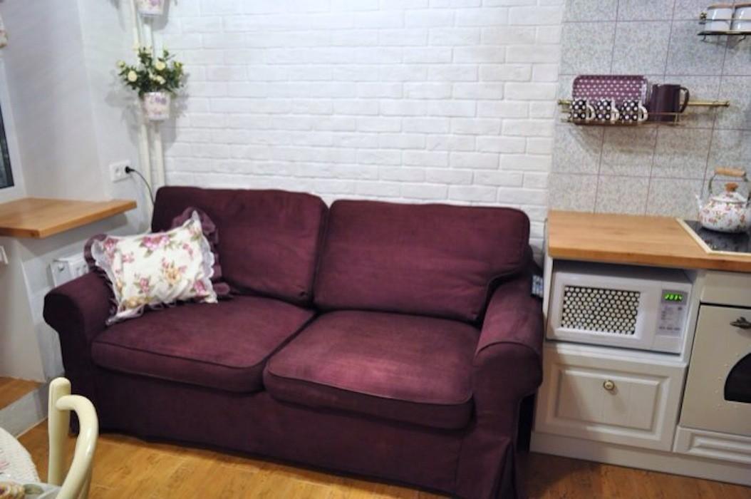 Дизайн для маленькой кухни диван