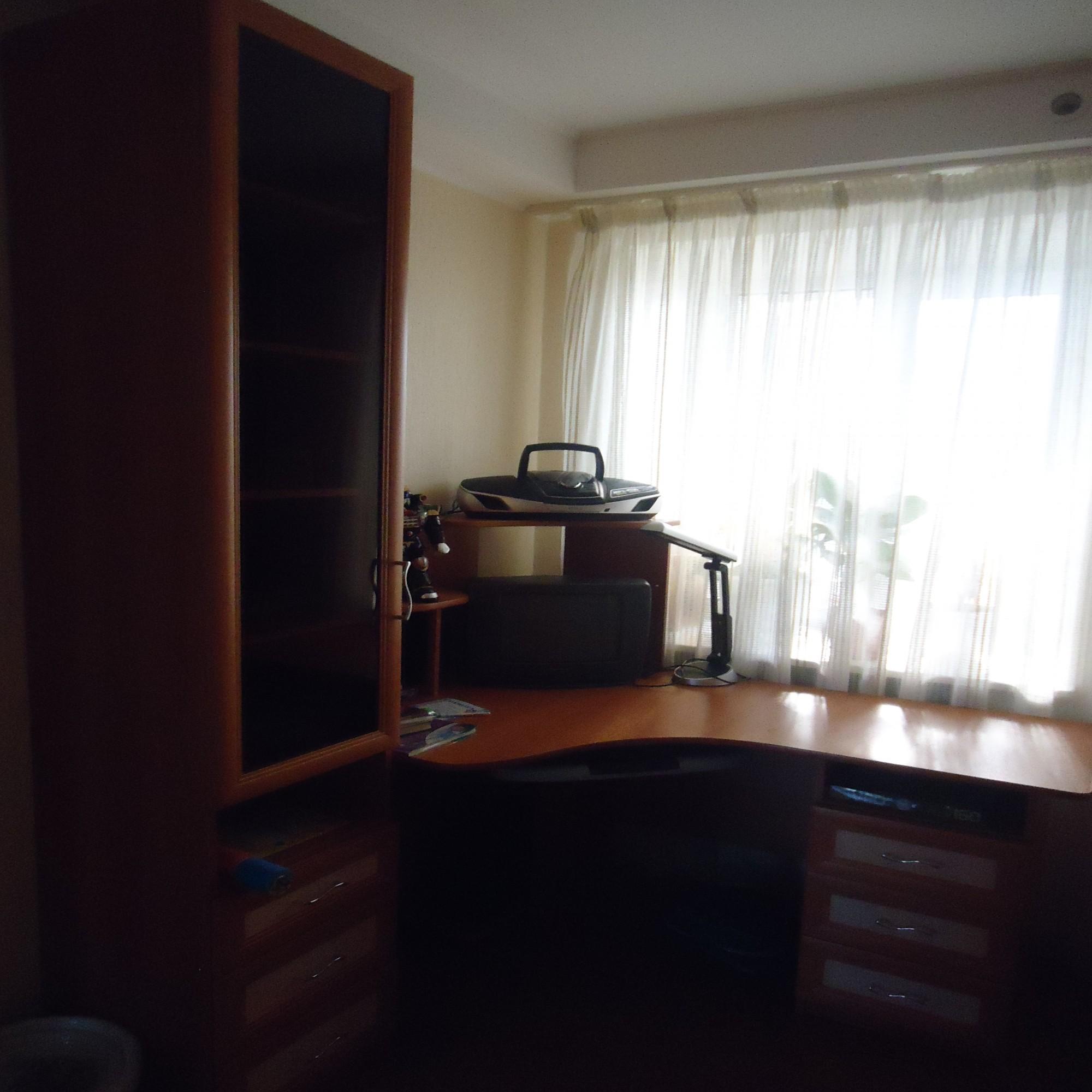 угловой компьютерный стол четырех комнатная квартира в