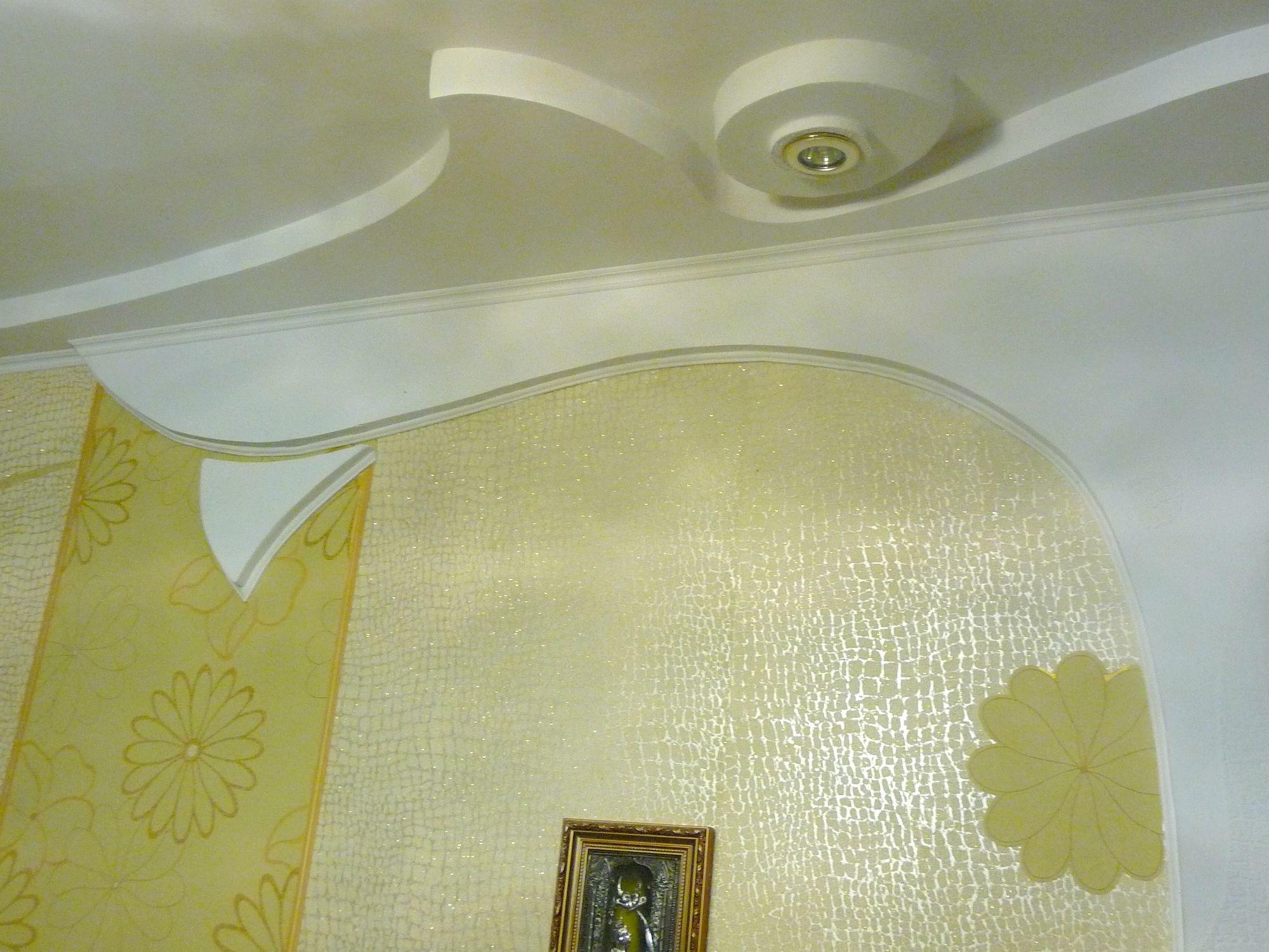 Декор потолка своими руками (38 фото обоями, тканью, и другие) 89