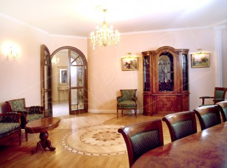 Важной составляющей дворцового стиля в интерьере является правильный...