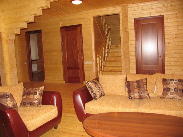Как и чем правильно покрасить деревянный дом внутри?