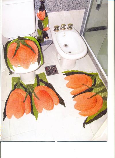 Комплект для туалета, состоящий из коврика, коврика перед унитазом, чехла на крышку унитаза и держателя для туалетной...