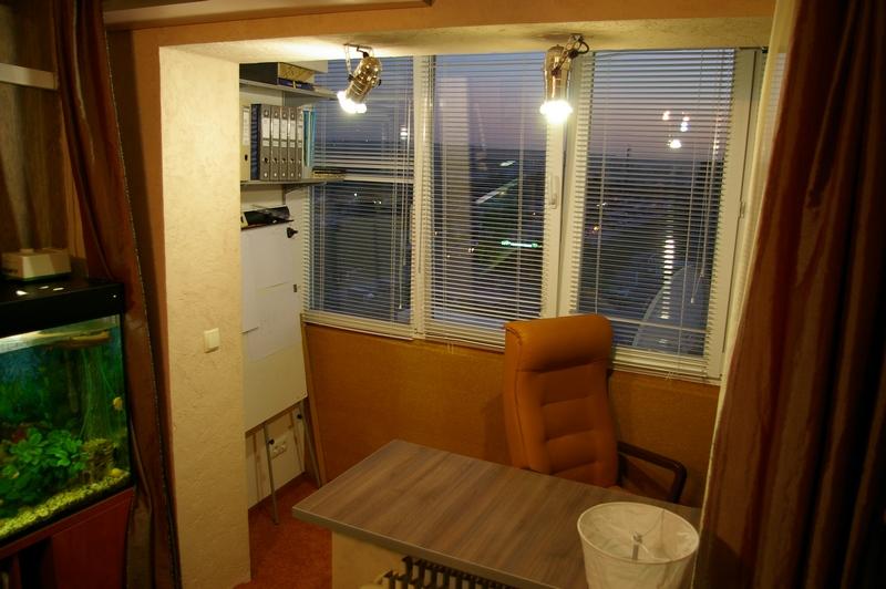 Совместить кухню с лоджией с панорамными окнами..