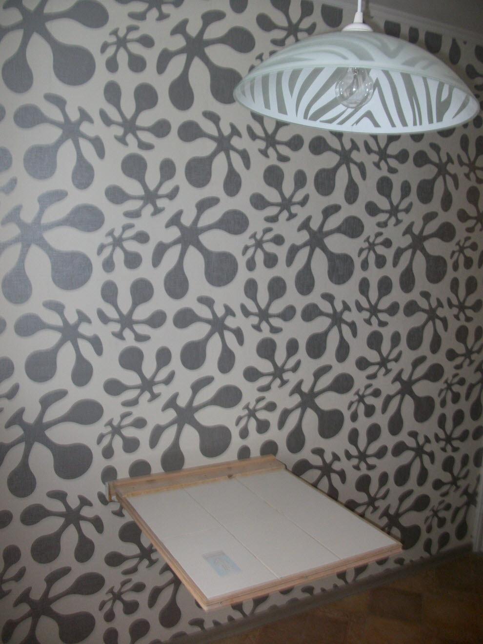 Обои для комнаты серые с рисунком