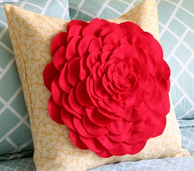 Подушка своими руками цветы