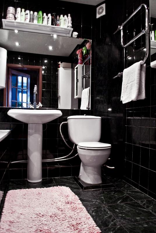 Чёрная плитка ванная комната