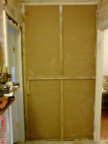 Переделка встроенных шкафов в прихожей