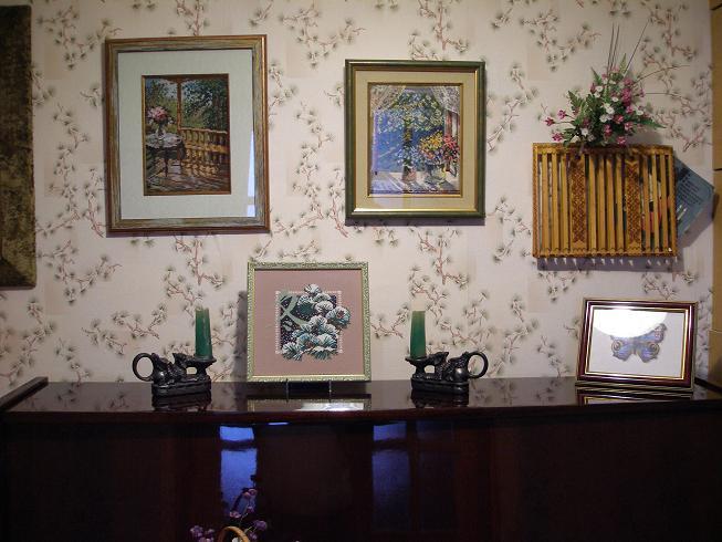 Вышивка крестом в интерьере гостиной 5
