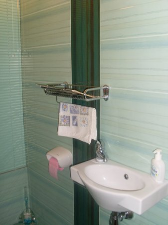 Бирюзовая туалетная комната