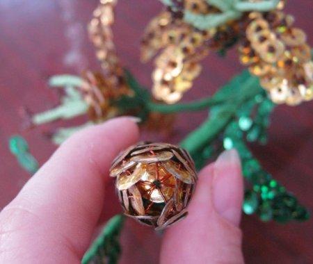 Собрать лилию.  Взять бутон, скрутить проволоку на 5 - 6 см, присоединить еще бутон, листочек, скрутить проволоку на...