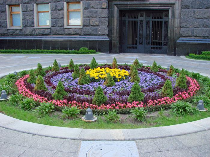 Картинки клумбы с цветами 5