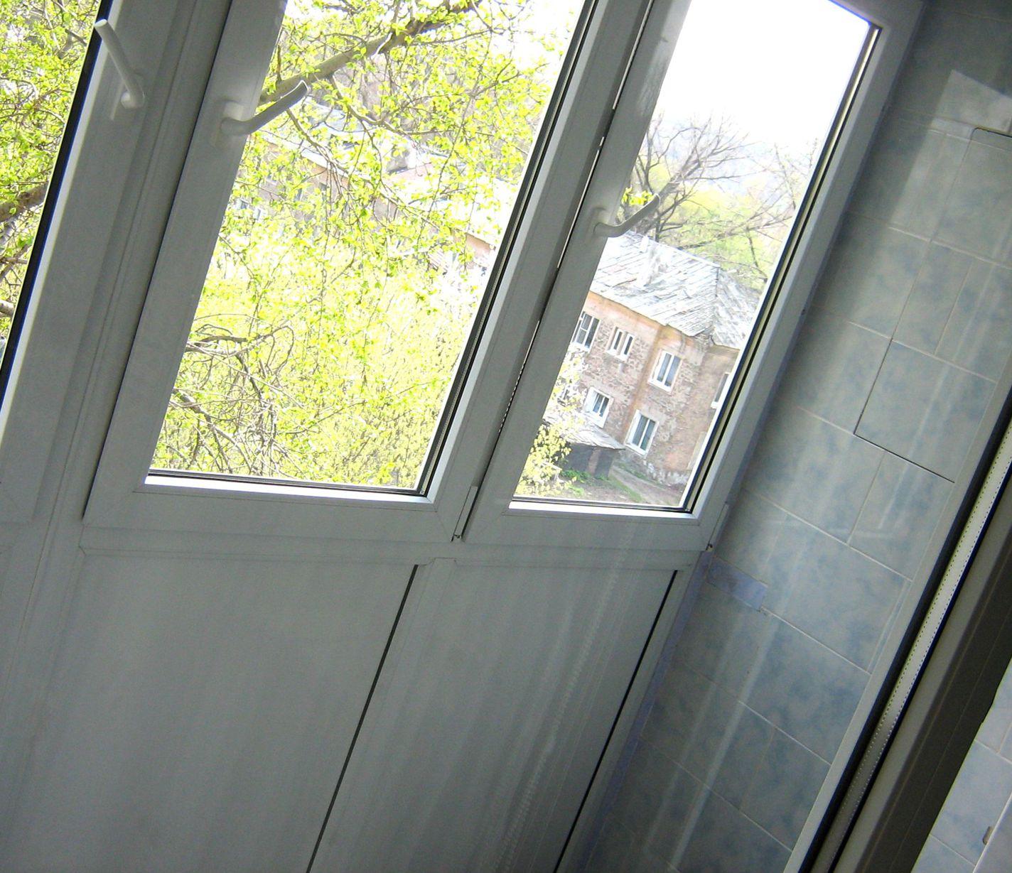 """Балкон, просто и просторно """" универдом."""