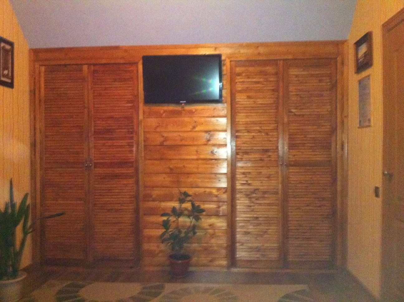 Деревянный встроенный шкаф для туалета своими руками 42