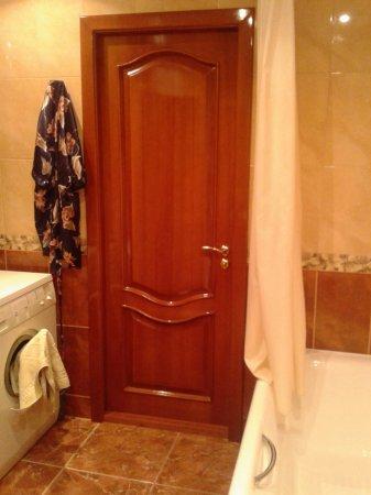 Цвет дверей в ванной и туалете