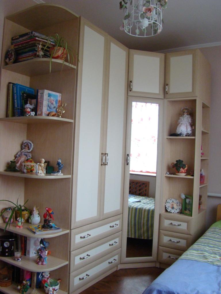 """Цветочная и светлая детская комната """" универдом."""
