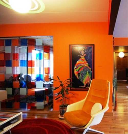 Оранжево синий интерьер