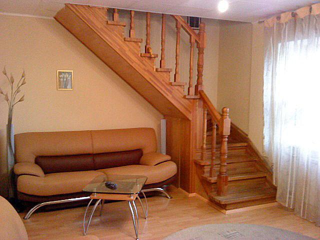 Лестница на 2 этаж в частном доКак