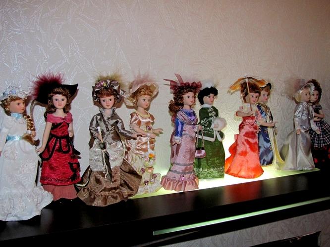 Фарфоровые куклы в интерьере квартиры