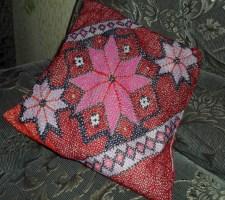 вышивать подушки крестиком