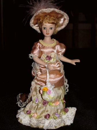 Фарфоровые куклы в оформлении изысканного интерьера