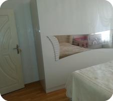Молочно-жемчужная спальня