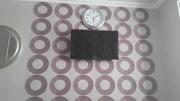 Спальня фиолетовые круги